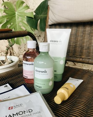 Beautiful skin begins with exceptional skincare, and @snpofficial.id help me to make it happen♥️  #snpindonesia #skincare #skincareroutine #blogger #beautybloggers #jogjabloggirls #clozetteid #clozetter #koreanskincare