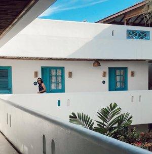 #Repost from Clozette Crew @thiasoediro.  Day 1 LBJ trip - bermalam di Seaesta Hotel, lokasi strategis dekat kemana-mana. Mau makan seafood kaki lima yg fresh tgl jalan kaki 3 menit, mau sarapan murah bisa jalan kaki ke deket pelabuhan, mau ngopi pun ada cafe yg bisa dijangkau dengan jalan kaki ✨✨  #clozetteid