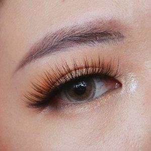 Masih dengan bulu mata yang sama, tapi eyeshadownya beda sih. Natural Glam?  #monolidmakeup #monolideotd #liamelqhaeotd #JourneyAboutMakeup #liamelqhadotcom #ClozetteID