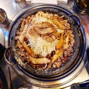 #Repost from Clozetter @dheasuryawan. . Cuma @chaliesti yang random karena pengen makan Gopchang dia ikut ke korea, kerandoman apa lagi selanjutnya? Random pengen minum salep pergi lagi ngga? . Dari aku yang rindu travelling  . #timetravel #throwback #storytime #southkorea #seoul #food #foodies #worklifebalance #neverstopplaying #dearbeautylove #ootd #clozetteid #loveyourself #speakyourself #neverafraid #changedestiny #daretobedifferent #ajourneytowonderland #withgalaxy #september #2021