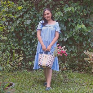 #Repost from Clozetter @budiartiannisa.  My kind of Sunday Well Spent with Flowers and Sunshine🌺🌸 Sambil mikir besok rangkai bunga apalagi ya? hmm any ideas?  👗 @tulo.id  👜 @whatpixiesees #MarnoPasarBag #vintagestyle #vintagevibes #clozetteid #vintageinspo #parisianstyle