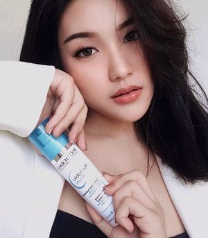 #Repost from Clozette Ambassador @sophietahir.  #SkinBarrierHeroes  . Healthy Skin Barrier = Healthy Skin. To achieve healthy skin barrier, we definitely should take an extra care starting from choosing what's good for our skin.  . Introducing you to this bundle of best skin barrier products from @bioderma_indonesia ✨. 🤍 Bioderma Atoderm Creme ( for face & body ) increase skin hydration, nourishes and protects skin from harsh external stress, with Nicianamide and Glycerine as the main ingredients - suitable for normal to dry skin type. 🤍 Bioderma Hydrabio Serum ( for face ) to refills the skin daily water needs for it's immediate hydration - 24 hr proven hydrating efficacy, suitable for all skin type. . Full review will be up soon on my blog. #Bioderma #BiodermaIndonesia #BiodermaXClozetteid #Clozetteid