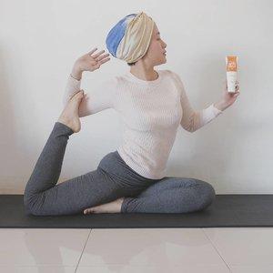 Mungkin kalau kalian perhatiin di story aku, aku cukup sering update kalau lagi workout. I do barre, yoga, pilates, and cardio for at least 3 days a week!  Olahraga buat aku bisa membantu untuk lebih fokus dan konsentrasi terutama sebelum bekerja seharian.  Sebenernya aku sendiri masih beginner dan paling nggak satu sesi workout itu aku 20-30 menit. Tapi kerasa banget perbedaannya dari dulu aku yang lifestylenya sedentary banget.  Oh iya, aku juga menggunakan Body Cream sebelum workout. Belakangan ini aku pakai @skingoa Renewal Nalssin Manyo X Body Cream yang dapat membantu menghancurkan lemak dan memaksimalkan efek workout untuk tubuh.  Krim ini akan terasa panasnya setelah kurang lebih 15 menit setelah dioleskan. Kalau kulit kalian sensitif kayak aku, pakainya layer tipis aja ya, udah hot banget kok sensasinya :')  Renewal Nalssin Manyo EX ini cocok untuk kamu yang lagi program menguruskan badan. Local shipping & diskon 9% di Charis Shop aku yahttps://hicharis.net/annisapertiwi/1BwE  @charis_celeb @charis_official #charis #charisceleb #kbeauty #koreanbeauty #lifestyleblogger #workoutroutine #asanayoga #yogiofinstagram