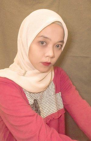 Sesimple ini makeup cukup dengan menambahkan kesan di mata dengan menggunakan softlens dapat menambah penampilan #beautymakeup #ClozetteID #Eminamakeup