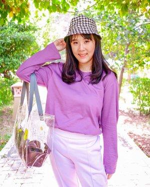 WEEKEND WITH @ALOWALO.ID Mau pamer purple t-shirt dari @alowalo.id yg comfy bgt gw pake seharian di outdoor buat foto2. Ga gerah dan cepet nyerap keringat juga. Banyak model dan warna lainnya ya. Oh ya khusus tgl 5-8 Sept 2021, Alowalo lagi ada serba 90k dan promo 90k min. Belanja 100k! Buruan belanja sebelum kehabisan! #alowalo #bukalapak  #sale #lilactop #lilacoutfit