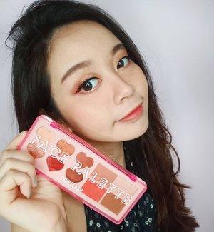 Guys!! Aku lagi suka banegt pakai eyeshadow dari @pinkflashcosmetics 1 ini, warna nya cakep banget ga sih? ❤️ Selain itu harga nya juga affordable.. 🤭 - Giveaway alert: (1).follow @pinkflashcosmetics (2).Like and comments di postingan terbaru @pinkflashcosmetics  (3).tag @pinkflashcosmetics and teman/kerabat mu - #pinkflash #pinkflashcosmetics