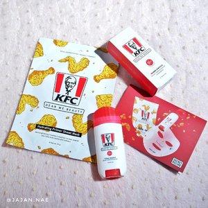"""#Repost from Clozetter @jajannae.  Halo cantik, udah pada makan belum? 😅 Jadi barusan aku laper dan kangen makan KFC, eh kaget dong pas mau skincare-an ngelihat gambar ayam bertaburan di mana2 hahaha!   Tambah ngiler nih, untung gak kumakan sheet mask dan sunstick dari @dearmebeauty   Jadi saat ini Dear Me Beauty sedang berkolaborasi dengan KFC yang merupakan kolaborasi antara brand international dan lokal untuk pertama kalinya 😍   Psst ada """"Paket Kombo Kulit Sehat"""" nih! Aku bahas lebih lengkap ya 🎉  🍗 Hydrating Primer Sheet Mask 🍗 Terbuat dari material eco-friendly, biodegradable dari 100% natural origin cellulose sehingga efektif untuk penetrasi essence ke kulit.   2% Niacinamide membantu mencerahkan kulit. Glycerin untuk melembapkan kulit. Allantoin untuk soothe dan calming kulit iritasi.  Sheetmask ini bisa digunakan sebelum makeup atau daily routine.   Essence-nya banyak dan gak pelit, tapi setelah dipakai gak tumpah netesnkok, jadi pas. Wajah terasa lembap tapi gak lengket, pokoknya nyaman 😄  🍗 Primer Sunstick SPF50+PA++++ 🍗 2-in-1 primer function sunscreen. Sunstick ini dapat melindungi kulit dari sinar UV, bisa untuk wajah maupun badan.  Aku suka pakai ini karena gak lengket dan gak ada whitecast. Teksturnya seperti balm, selain itu juga non-comedogenic. Setelah aplikasikan di kulit, terasa semi-matte.  Sunstick ini pas banget dibawa bepergian. Kemasannya mini jadi enak kalau masuk pouch. Aplikasinya pun mudah, tinggal diputar (mirip deodorant). Karena stick, jadi gak rawan tumpah atau bocor.  Gimana, tertarik cobain juga gak gengs? 😋  Penting banget diri kita untuk """"Setting a New Standard"""" melawan stigma kecantikan gak wajar selama ini dan toxic masculinity. Because, only us that can set the standard for ourselves  #kamujagonya  @dearmebeauty  @kfcindonesia   #dearmebeauty #dearmesquad @dearmesquad #sunscreen #sheetmask"""