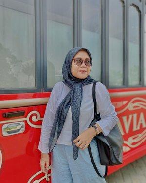 Happy eid adha 🤍 Pengennya kemana-mana tapi sabar dulu yaa demi kesehatan bersama.  #ootdtapfordetails ✨  - #clozetteid #clozette #hlladies #hlpremiumscarf #weshopatvelvet #ootdwithhl #ootdid #monogram #scarf #like #lb