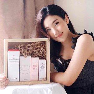 """Good News 💖@raena.official lagi ada #SEOULFEST nih, dimana ada 23 brand korea exclusive yang masuk ke Indonesia..As you guys seen on the pic above, itu adalah beberapa produk yg available di @raena.official , antara lain ada Sos cream @roots.recipe , extract toner @onething_official , foam cleanser & serum @medicube_global_official .✨ My fav product of 'em all is the Red Erasing Camu Camu serum from @medicube_global_official . .Buat kalian yang mau beli produk-produk ini bisa pakai code aku """" SEOULED0108 """" buat dapetin potongan langsung 10k .Dan kalau kalian belum tau RAENA itu apa, RAENA adalah aplikasi untuk kamu yang mau memulai dropship & reseller produk skincare/makeup lokal maupun internasional dengan profit yang tinggi, download app nya yuk ! Ps : free ongkir untuk seluruh indonesia loh. .#RAENAgotSEOULed #RAENAxOneThing #RAENAxMedicube #RAENAxRootsRecipe"""