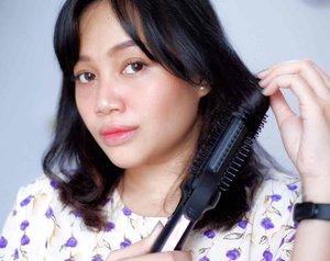 Panasonic Beauty Hair Styler Straightener Brush Iron EH-HV40  Hair tools yg lagi sering gue pake karena multifungsi, Hair Styler ini bisa untuk 3 style rambut: Lurus, Wavy dan Keriting. Tinggal di sesuaikan aja mau style yg mana.   Hair Styler ini juga ada pouch anti panas nya loh, berat styler nya pun kira kira cuma 290gram, ringan banget ya untuk ukuran hair tools~  Daya listriknya gimana bund? 38-44w aja nihh untuk suhu maksimal 180'C   Lebih lengkapnya udah gue tulis di blog yaa, seperti biasa link nya ada di bio  FYI,Panasonic Beauty lagi ada selfie competition yg berhadia 50Panasonic Beauty Hair Styler Straightener Brush Iron EH-HV40loooh! Periode selfie competition  nya berlangsung hingga 27 Mei 2021, yuk yukk ikutan. Untuk info lebih lanjut bisa dicek di instagram Panasonic Beauty yaa   @panasonicbeautyid @idpanasonic @clozetteid   #PanasonicBeautyIndonesia #PanasonicBeautyXClozetteID #ClozetteIDReview #ClozetteID