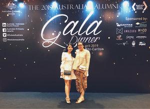 My outfit at Australian Alumni Gala Dinner 2019 💃🏻🤙🏻😂 #ozalumgala2019 .......#clozetteid #lifestyleblogger #blogger #instagram #bestoftheday #goodvibes #ootdwomen #style #ootd #storytelling #stylish #chic #indoblogger #indonesianblogger #ootdindo #ootdindonesia #lookbookindonesia #influencer #hairpin #galadinner #love #KOL #contentcreator