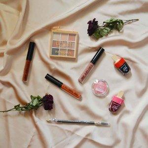 Hari Jumat, 20 November 2020 nanti akan ada Virtual Beauty Talk dan Beauty Class yang diselenggarakan oleh @imploracosmetics dan @fimeladotcom lho. Seneng banget terpilih jadi salah satu peserta. Implora Cosmetics mengirimkan Beauty Kit kepada para peserta yang terdiri dari: - Implora Cheek & Lip Tint (Vampire Blood & Cranberry) - Implora Urban Lip Cream Matte (Truffle Mauve, Gingerbread & Brown Sugar) - Implora Cheek Blossom Blush On (Pink Candy) - Implora Eyeshadow Pallet (Desert) - Implora Eyebrow Pencil (Black & Brown) ⠀ #ImploraCosmetics #IamImplora #ApprovedByMe