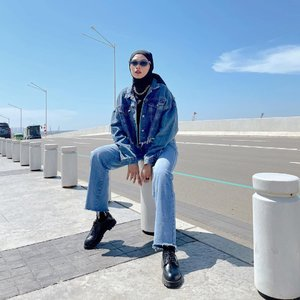 """#Repost from Clozette Crew @astrityas.  Yo wazzup✨ happy monday😛  I'm wearing James Denim Jacket & Fred Jeans by @hipandtell. So comfy! Grab it fast now use my code """"Astri10"""" to get 10% discount off🥰 -  #ootd #clozetteid #ootdindo #outfitinspiration #hijablook #hijaboutfit #hijabstyle #hijabfashion #hijabfashionstyle #ootdhijabinspiration #fashiontips #fashioninspiration"""