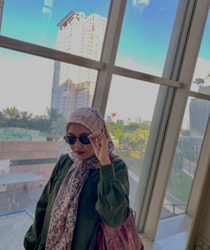 #Repost from Clozetter @sridevi_sdr.  Happy Weekend 😎 Always feel beauty when i wearing this beautifull scarf 🥰  #hlladies #ootdwithhl #dailyootdwithhl #rullascarf #clozette #clozetteid