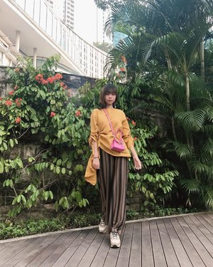 #Repost from Clozetter @isnadani.  How's your day? Wearing top & pants from @sista_roomm ✨ Earrings from @karlscube ✨ #sekotakcinta #bersamalokal . . . . . #whatiwore #bloggerstyle #fashion #styleblogger #fashionblogger #ootd #lookbook #ootdindo #ootdinspiration #style #outfit #outfitoftheday #clozetteid