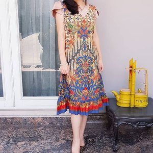 @wisteria_id batik dress Calling all the fashionistas out there pls kindly follow and shop the looks 😍😍👗❤️