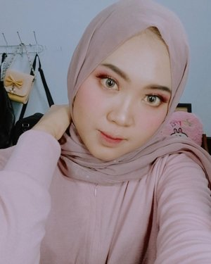 Instagram mutiara_dwa  Ini terinspirasi dari L'oreal Infallible matte!  Foundation L'oreal Infallible Pro Matte 120  Makeup for ever press powder  Blushon EMINA  Lipcream L'oreal Infallible  let chocolate Lip cream makeover  Eyeshadow Anastasiabh Concelear mizzu  Softlens