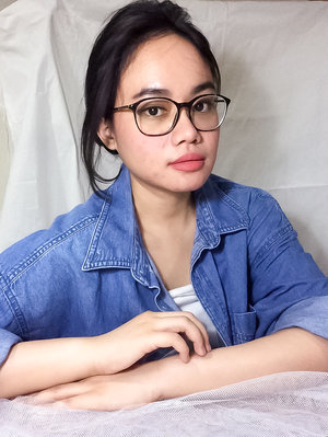 simple but significant with denim look! Anyway, dont foorget to make your eye look sharper with nude color eyeshadow, add thin eyeliner, and eyebrows on fleek.
