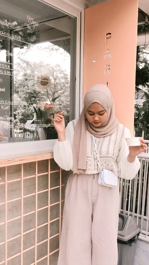 Vintage Outift Look🌼 Hijab Plisket Pashmina🌼 Korean Top🌼 Inner turtleneck🌼 Linen Cullote🌼 Tas kecil