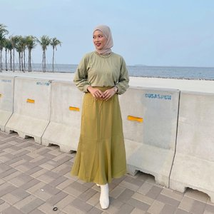 #Repost from Clozette Crew @astrityas.   Today is a bright colour kinda day✨  Wearing t-shirt & skirt from @agni___agni 💚  -  #ootd #clozetteid #ootdindo #outfitinspiration #hijablook #hijaboutfit #hijabstyle #hijabfashion #hijabfashionstyle #ootdhijabinspiration #fashiontips #fashioninspiration