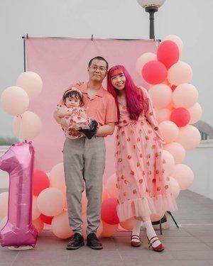 #Repost from Clozetter @yunitaelisabeth91.  Galadriel 1st birthday 🍓💖 #GaladrielHedoDjahamata . . . . . #clozette #clozetteid #familyportrait #babybirthday #1stbirthday #birthdayphoto