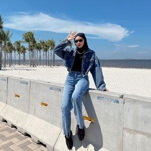 #Repost from Clozette Crew @astrityas.   Walaupun panas di PIK bikin kulit jadi kucel tapi ga kapok kesini lagi & lagi. Slide terakhir ada kenang-kenangan sama Hong Banjang💁🏻♀️ Jadi gimana, guys? -  #ootd #clozetteid #ootdindo #outfitinspiration #hijablook #hijaboutfit #hijabstyle #hijabfashion #hijabfashionstyle #ootdhijabinspiration #fashiontips #fashioninspiration