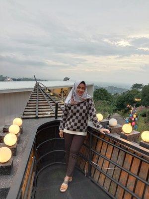 Salah 1 tempat seru yg ada di kota Bandung.. ini didaerah Punclut. Disini kita bs wisata photo dan kuliner sambil menikmati pemandangan yg menakjubkan begini..