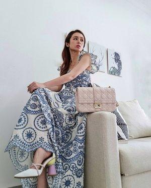 #Repost from Clozette Ambassador @silviamuryadi.  a pretty korean dress from @amaree.id   ❤ titik  Shoes by @cavaprive x @hiantjen   Baju ini... Hemmm.... Kesukaan aku SKRG. Aku mau pake keluar rumah pleaseeee... Or maybe pas aku Birthday nanti.  Kalau bisa..keluar rumah 👀 #ootdstyle #ootdsilviamuryadi #clozetteid #stylediary #styleblogger