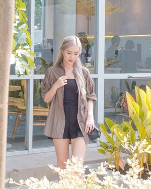 #Repost from Clozette Ambassador @amandatorquise.  My Outfit Of The Day #OOTD ✨ Wearing oversize shirt in army green  Easy to mix n match ✅ Comfy yet look stylish ✅  Got it from @mcheri.id grab yours ✨ . . . #OotdIndo #BloggerSurabaya #SurabayaBeautyBlogger #JakartaBeautyBlogger #TorquiseWear #Clozetteid