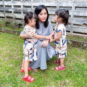 Selamat Hari Raya Idul Fitri 1 Syawal 1442 H - Mohon maaf lahir dan batin 🌙✨  May this Eid bring joy and love to your heart and create all the opportunities of success for you! Eid Mubarak ❤️  -Ray, Ara & Aya  ps: susah ya bookk foto yg bener sama duo krucils   #clozetteid #SingleMomIndonesia #MombloggerIndonesia