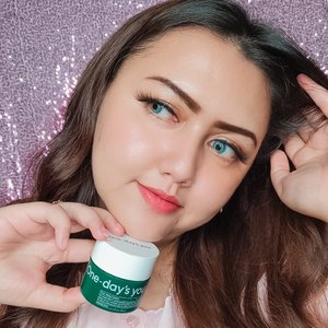 #Repost from Clozette Ambassador @khansamanda.  My fav soothing cream ✨ @onedaysyou cica ming cream (73% centella asiatica extract)  I dont know how to say but this one is soo damn good !⭐ Really sooth my skin, calm my skin, hydrate & moisture, gel formula, non sticky, and super light feel.  Main ingredients : Centella asiatica extract, 10-layer hyaluronic acid & aqua teca, borage (borago officinalis) extract, cornflower (centaurea cyanus flower) extract, chamomile (anthemis nobilis) extract.  Suitable for all skin type, sensitive skin and troubled skin too.  Where to buy: My charis shop : hicharis.net/khansamanda  @hicharis_official @charis_indonesia @charis_celeb #hicharis #charis #charisofficial #charisceleb #onedaysyou #khansamanda #khansamandareview #clozetteid