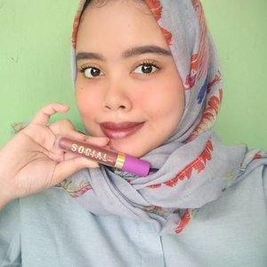 Wearing lip matte metalic @socialcosmetics shade the performer . Thankyouu @socialcosmetics & @blush.eyelash#lipmattemetalic #SocialxBlusheyelash #socialcosmetic #lipmatte #makeup #lipmatte #theperformers #clozetteid #beauty #selfie