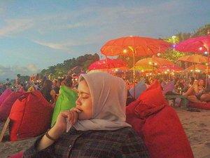 Waiting sunset 🌅Taken by suamii @iqbal_2110😎#sunset #bali #lapancha #visitindonesia #visitbali #seminyak #seminyakbeach #likesforlikes #followforfollow #clozetteid