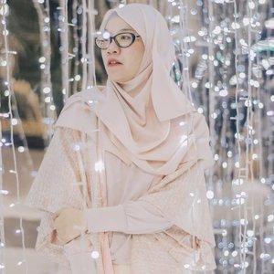Saat ini ga mau bikin plan terlalu jauh. Yang paling penting adalah bertahan untuk hari ini.Bagaimana dengan kamu?#clozetteid #hijabfashion #hijabtraveller #hijabstyle