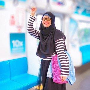 Ini sumpah kece banget! Udah pada tahu blom kalau ada Fashion Show pertama di stasiun MRT Jakarta? . Yang mondar mandir naik MRT mungkin udah pada liat nih infonya kalau akan ada Fashion Rocks 2020. Fashion people, mana nih suaranya? Pasti udah pada enggak sabar mau lihat acara yang konsepnya out of the box ini. . Jangan lupa nih lokasinya di MRT Jakarta, Stasiun Bundaran HI, hari ini. 31 Januari 2020, mulai pukul 18.00. This event presented by@mrtjakarta@permatabank, and@hardrockfm. Stay tuned on@hardrockfm's Instagram to see the exitement. #CountMein . Bakal ada koleksi dari @studiomoral, @kellyvallerieofficial, dan @wilsenwillimofficial Pasti bakalan seru abis nih!!