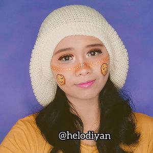 Makeup look emoticon