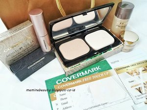 Beauty Hampers from @covermark_id ❤❤ Didalamnya ada :- Covermark Moisture Veil LX (Refill)- Covermark Moisture Veil LX (Compact Case)- Covermark Realfinish Lipstick N- Covermark Cell Advanced Lotion- Covermark Cell Advanced Cream- 2 Voucher Covermark Free Touch Up- 1 Voucher Belanja Covermark Rp 100.000,- Thankyou @covermark_id & @joy_magazine 🙆#BeautyHampers #Covermark #CovermarkIndonesia #Joymagazine #meminebeauty #ClozetteID