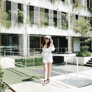 Summer vibes for sure!  OOTD for @beautybloggerindonesia Summer Gathering ♥️ #BBISummerGatheringxLAKME #SummerBrightVibes #StylingTrendSetter  #BBISUMMERGATHERING2018  #BBISUMMERGATHERING  #ClozetteID #MeMineBeauty