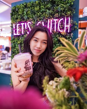 Let's Switch to YOGO!!! @its.yogo the yogurt juice! Healthy, nyummy and make you happy ❤️ My recommendation menu:2. Strawberry Blackberry Banana Lemon ⭐️⭐️⭐️⭐️⭐️3. Strawberry Rum ⭐️⭐️⭐️⭐️⭐️ Free 2 topping!!! You can choose and customize your topping ❤️Must try!!! #meminebeauty #minefoodjourney #clozetteid #recommended #musttryfood