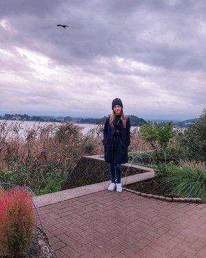 Let me be a sunshine on a cloudy day ☁️ Pompon Hat @hm Outer @zara Shoes @puma @pumawomen #meminebeauty #minetraveljourney #clozetteid .........#japanautumn #ootdfashion #japanootd #japan2018 #japanstyle #mtfuji #cloudy #fuji #kawaguchiko #autumnfashion