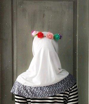 Senõrita . . . . . #heizyi #clozetteid #hijabdaily #backdrop #blankspace