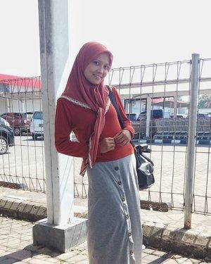 Gimana, udah cocok belum jadi model di hati kamu? *eaaa 😆 . . . #sisahariraya #iduladha1438h / tukang poto #Haniku / #heizyi #clozetteid #ootd #ootdhijab #bag #hijabindokece #lifestyleblogger #casuallook