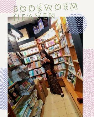 Kekasihmu, suka baca buku juga?.....#heizyi #clozetteid #TabunganKenangan #bookstagram #bookworm #readingtime #wattpadaddict #comfyzone