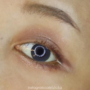 @etudeofficial x @hershey_kr Eye Palette 🍫🍫 @peripera_official mascara @makeoverid eyebrow —— #etudehouse #etudehousexhersheys #hersheys #hershey #에뛰드하우스 #에뛰드 #허쉬 #허쉬초콜릿 #뷰티 #beauty #indovidgram #indobeautygram #beautyvidgram #makeup #beautyvloggerindonesia #beautybloggerindonesia #review #eyepalette #lfl #좋아 #좋아요 miniplaycolor #makeup #clozetteid