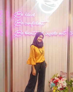 "Heyhooo! Udah bulan puasa nihh🙈Eitss walaupun puasa, harus tetep semangat buat beraktivitas ya!😊Btw aku suka banget sama tagline difotoku, ""Be Kind, Be Confident, Be Beautiful Inside Out"" 💙.............#hijabstylemagazine #hijaboutfit #hijabootd #hijabootdindo #ootdmagazine #lookbookindo #ootdhijabnusantara #clozetteid #theshonet #theshonetinsiders #hijaboutfit #hijabinspiration #fashiondaily #fashionblogger"