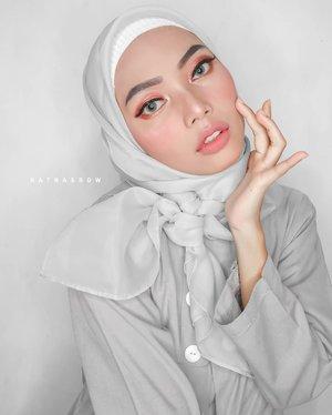 Hallo gurls✨walaupun lagi #dirumahaja aku harus tetap produktif bikin content dong💪 Nah, kali ini aku mau share Engagement Makeup Tutorial versi aku nih!✨ Videonya disamping yawww~___________________#TutorialIbukSaurus #EngagementMakeupLook#ClozetteID #BeautyBloggerIndonesia#TangerangBeautySquad#BeautyBloggerTangerang#BloggerVloggerCommunity#BeautyContentCreator#kbbvmember #beautycollabid #itsbeautycommunity