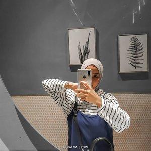 Mirror selfie always with my boy🖤 slide terakhir BONUS!✨ ___________________ #IbukSaurusHOOTD #SaurusFamily  #IbukSaurus #DhavinSaurus  #ClozetteID #ootdwomengram  #ootdhijabindo  #ootdhijabstyle  #ootdhijabers #ootdhijaberskeceh #ootdhijabhits