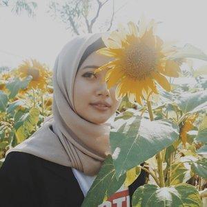 Sunflowers 🌻#vsco #clozetteid #nikonj5