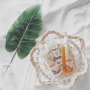 🌴 Ocean Breeze. Island Life. Beach Vibes! 🌴  Meet @tropicalbaliskincare, sister brand dari @utamaspice yang punya konsep colorful island life!  Aku cukup picky dengan fragrance pada skincare atau kosmetik, dan cenderung memilih produk yang fragrance-less atau non-fragrance sama sekali. Tapi aku sukaaaa banget sama aroma Frangipani dari Tropical Bali Sun Kissed Shower Gel & Lotion ini!  Selain itu, Tropical Bali juga punya produk yang unik yaitu Coconut Dry Hair Oil yang wanginya sweet & creamy seperti coconut cupcake🥥  Penasaran? Langsung mampir ke www.akpertiwi.com atau klik link yang ada di bio ya! #vsco #clozetteid #bodycare #haircare #beautyblogger #beautyjunkie #beautyenthusiast #beautyenthusiastindonesia #bandungbeautyblogger #beautiesquad #skincareenthusiast #localpride