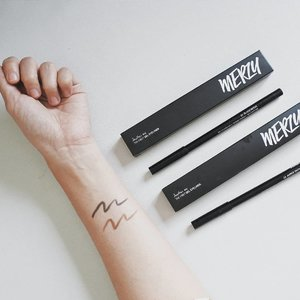 Super in love with @merzy_official The First Gel Eye Liner! I got mine in shade Black Moon & Amber Bronze. The black one is matte but the other bronze is glittery, together they're making a perfect combo! Superb pigmentation and pretty long lasting for a pencil liner, Merzy The First Gel Eye Liner is transferproof & smudgeproof. I'm also starting to think they are also bulletproof 🤣  You can purchase them on my charis shop hicharis.net/annisapertiwi/aGg or simply visit link on my bio. @charis_celeb @hicharis_official #charisceleb #charis #merzy #thefirstgeleyeliner #vsco #clozetteid #beautyblogger
